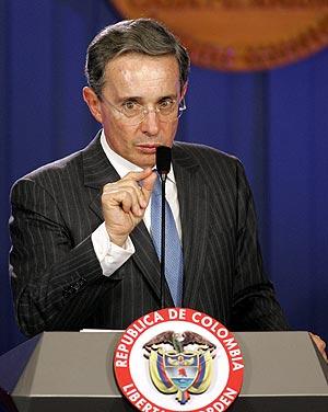 El presidente de Colombia, Álvaro Uribe, en la rueda de prensa posterior a la 'operación Jaque', el 3 de julio. (Foto: REUTERS)