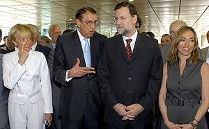 De La Vega, Casals, Rajoy y Chacón, en una acto de recuerdo a las víctimas del terrorismo. (Foto: Bernardo Díaz)
