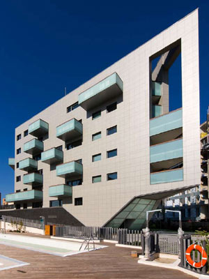 Promoción de 223 viviendas diseñada por el Estudio Lamela. (FOTO: MANUEL RENAU)