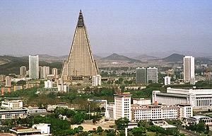 Panorámica de la ciudad Pyongyang, con el hotel de fondo. (Foto: REUTERS).