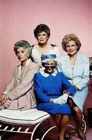 Estelle Getty, en el centro, junto al resto del elenco de 'Las Chicas de Oro'. (Foto: AFP)
