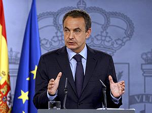 Zapatero, en su comparecencia tras la reunión. (Foto: EFE)