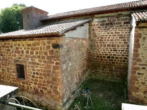 Aquí, junto a la iglesia de Tresfuentes, en Valgañón, está el primer zulo encontrado. (Foto: EFE)