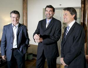 Los líderes de las tres fuerzas nacionalistas, Anxo Quintana (c) de BNG, Artur Mas (d) de CIU, e Íñigo Urkullu de PNV (i). (Foto: EFE)