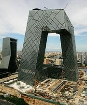 Torre de la cadena estatal china, en Pekín. (Foto: AP)