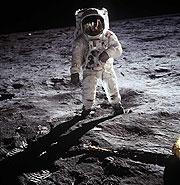 Buzz Aldrin, de la misión 'Apollo 11', camina en la superficie de la Luna. (Foto: NASA)