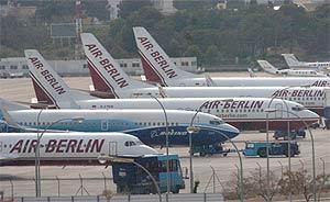 Varios aviones de Air Berlin en el aeropuerto de Palma. (Foto: Cati Cladera)