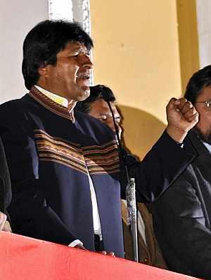 Morales proclamó su triunfo ante sus partidarios. (Foto: AFP)