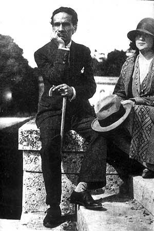 César Vallejo junto a su compañera en 1929 (Foto: AFP)