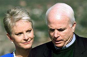 Cindy McCain junto a su marido, el candidato republicano a las presidenciales estadounidenses. (Foto: REUTERS)