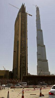 Burj Dubai, al fondo, será el edificio más alto del mundo. (FOTO: REUTERS)