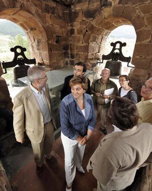 La vicepresidenta primera y consejera de Medio Ambiente de la Junta, María Jesús Ruiz, visita la Casa del Parque del Espacio Natural de las Lagunas Glaciares de Neila. (Foto: ICAL)