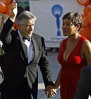 De Niro con su esposa, Grace Hightower. (Foto: REUTERS)