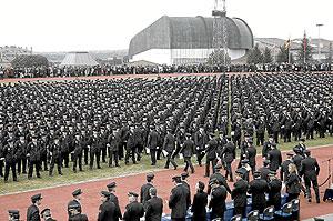 Entrega de despachos a los 2.600 nuevos policías el pasado mes de febrero, en Ávila. (Foto: EL MUNDO)