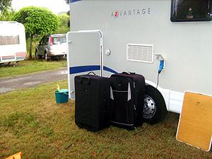 Las maletas que la familia tuvo que comprar para su regreso.