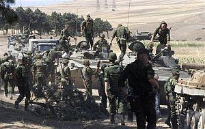 Soldados rusos en la ciudad de Gori. (Foto: AP)