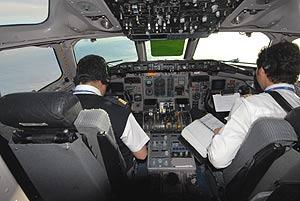 Interior de una cabina de avión en pleno vuelo. (Foto: Marga Estebaranz)