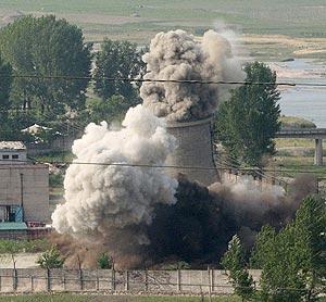 Una torre del reactor de Yongbyon demolida en junio. (Foto: REUTERS)