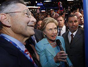 Hillary Clinton, en el momento en que pide la designación de Obama como candidato oficial. (Foto: AP)