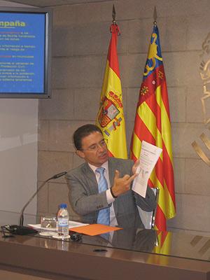 El conseller de Gobernación, Serafín Castellano, en la rueda de prensa de este jueves (Foto: EL MUNDO).