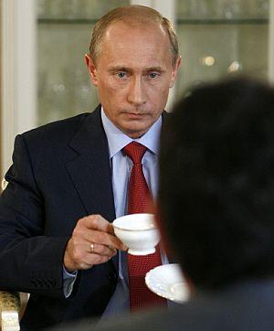 El primer ministro ruso en un momento de la entrevista. (Foto: AFP)