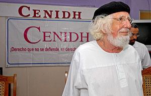 El poeta y sacerdote, en el Centro Nicaragüense de Derechos (Cenidh), donde ha denunciado su caso. (Foto: EFE)