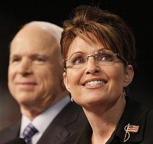 Palin junto con John McCain. (Foto: AP)