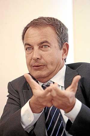 José Luis Rodríguez Zapatero, en un momento de la entrevista. (Foto: José Aymá)