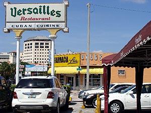 El restaurante Versailles de Miami, punto de encuentro del exilio cubano. (Foto: MANUEL AGUILERA)