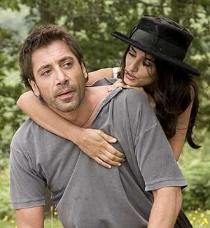 Javier Bardem, junto a Penélope Cruz, en un fotograma del nuevo filme de Woody Allen. (Foto: EFE)