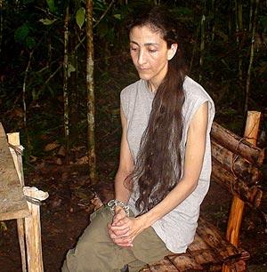 La colombiana, cuando estaba secuestrada por la guerrilla. (Foto: AFP)