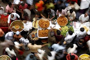 Vista de un mercado en Dhaka, Bangladesh. (Foto: EFE)