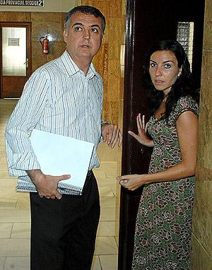 Roque Moreno, junto a la concejal socialista Loles Fernández. (Foto: Cristóbal Lucas)
