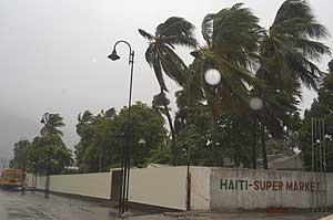 Imágenes del huracán 'Gustav' a su paso por Haití (Foto: EFE)
