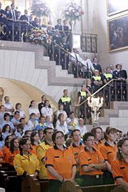 Pilotos y equipos de emergencia. (Foto: EFE)