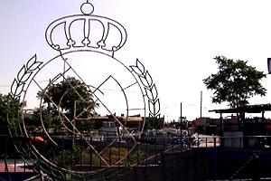 El 'showroom' de la planta de Detecsa exhibe el viejo escudo del Real Madrid, retirado del Santiago Bernabéu en 1982.