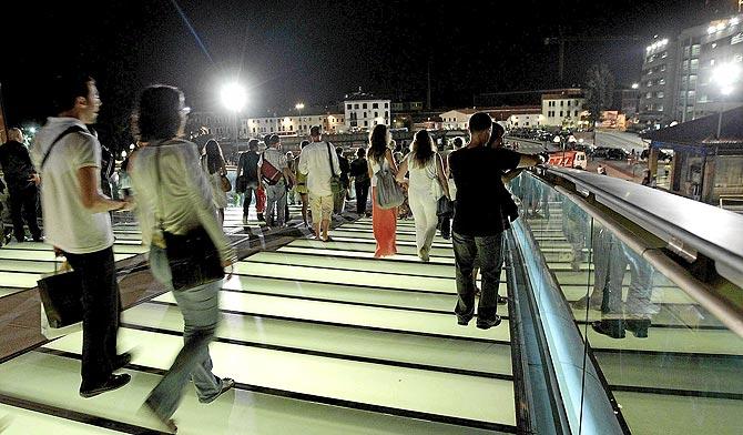 Numerosas personas acudieron a la inauguración 'no oficial'. (Foto: Iberpress)