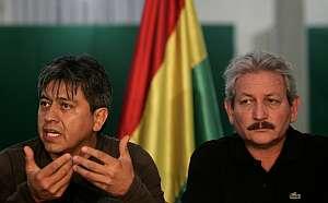 El prefecto de Santa Cruz, Ruben Costas (d) y el prefecto de Tarija Mario Cossio (i), participan en una rueda de prensa. (Foto: EFE)