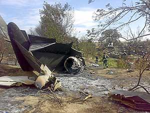 Los restos del avión accidentado. (Foto: EL MUNDO)