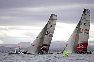 Los barcos del Alinghi y el Team New Zealand, durante la pasada final de la Copa Louis Vuitton. (Foto: Ivo Rovira)