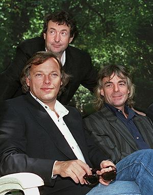 David Gilmour (izquierda), Nick Mason (centro) y Richard Wright en una imagen tomada en 1998 en Nueva York. (Foto: AP)