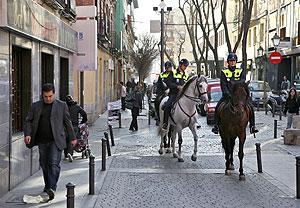 Desde hace unos meses la Policía Municipal patrulla a caballo por el barrio. (Foto: Sergio González)