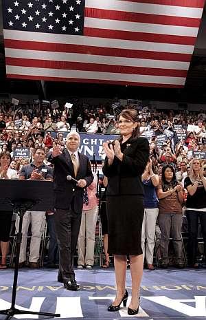 Sarah Palin y John McCain, en un acto electoral en en Grand Rapids. (Foto: EFE)