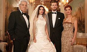 Los protagonistas de la telenovela turca 'Gümüs'