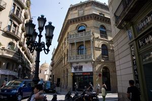 Fachada del teatro. (Foto: Santi Cogolludo)
