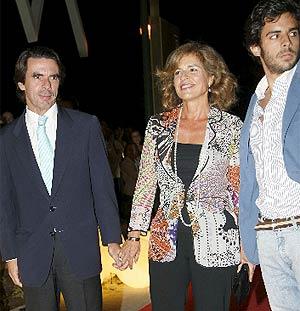 Botella acudió acompañada de su marido, Aznar, en su primera aparición pública juntos tras el 'caso Dati'. (A. Cuéllar)