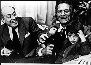 Fotograma de una de sus películas, con José Luis López Vázquez y Alberto Closas.