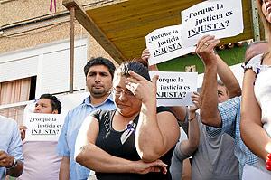 La familia de Mari Luz protesta por la multa a Tirado. (Foto: F. J. Merchán)