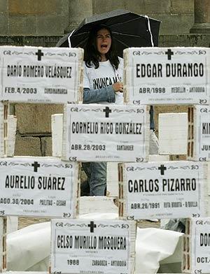 Un grupo de colombianos instaló un monumento en memoria de las víctimas en Colombia. (Foto: EFE)
