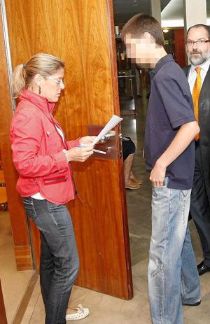 Marcos G. cuando salía a la sala el día del juicio. (Foto: PABLO REQUEJO)